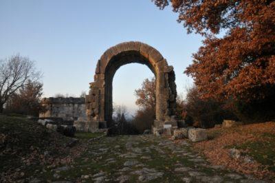 Arco di San Damiano Carsulae