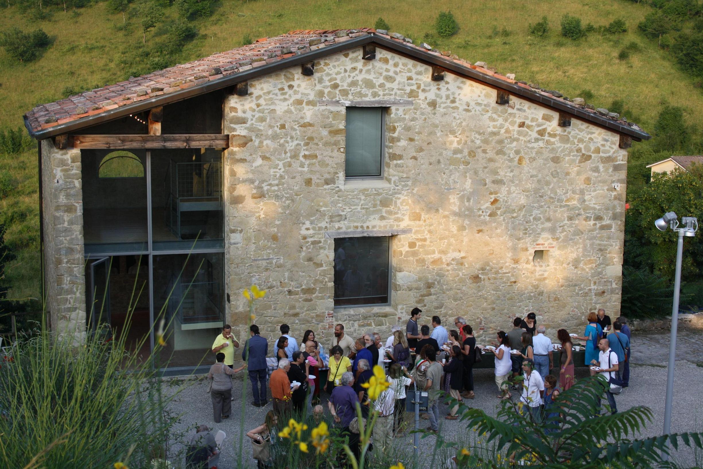 Case della memoria l 39 associazione ne conta 48 in tutta italia for Fienile casa piani casa