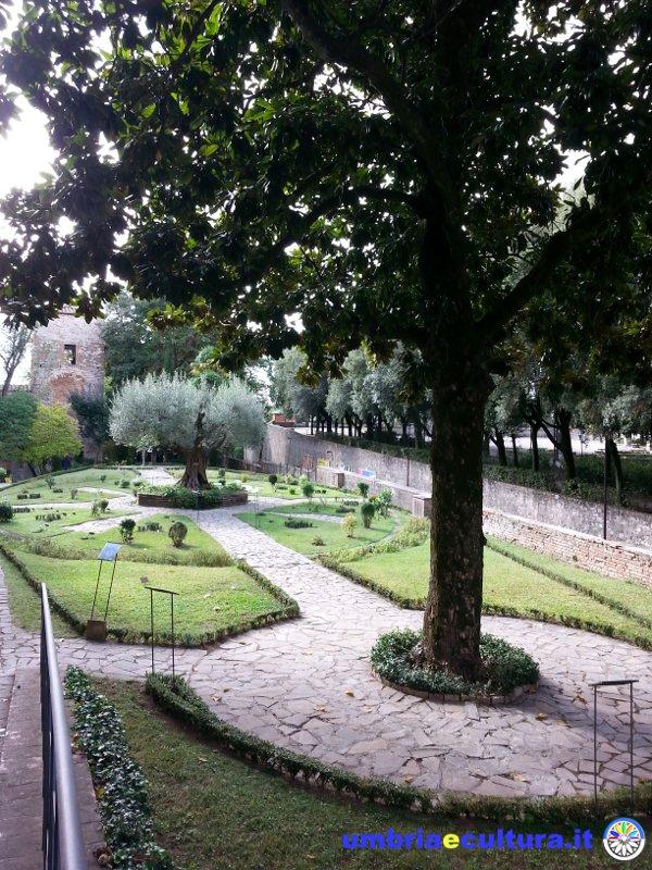 Perugia san pietro il fascino arcano dell 39 orto medievale - La tavola rotonda assisi ...