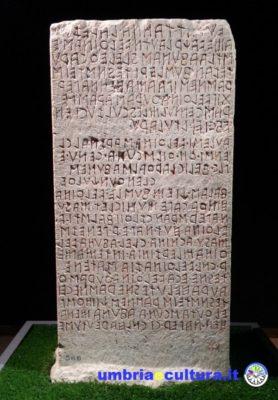 cippo di perugia scrittura etrusca