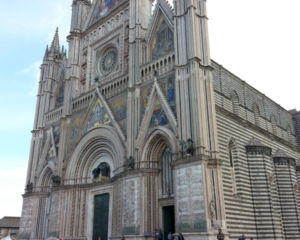 orvieto esperienza autentica festa di maria assunta duomo di orvieto beni culturali ecclesiastici