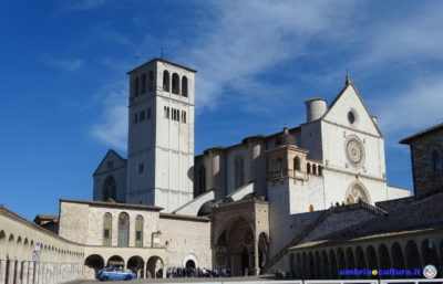 basilica assisi cortile di francesco