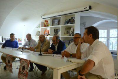 Conferenza Stampa isola di einstein