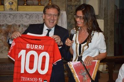 Mauro Lucarini consegna la maglia 'Burri'