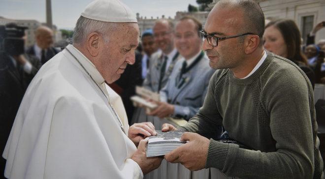 Papa Francesco incontra Africa bianca ed il dolore degli albini in Malawi