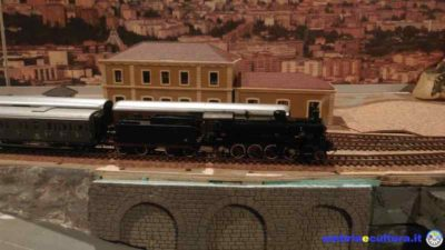 plastico-ferrovia treni nella rocca